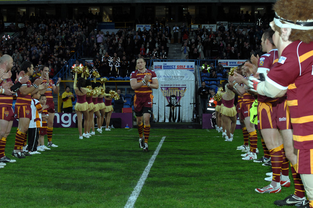 Eorl_200_appearances_for_Giants.jpg