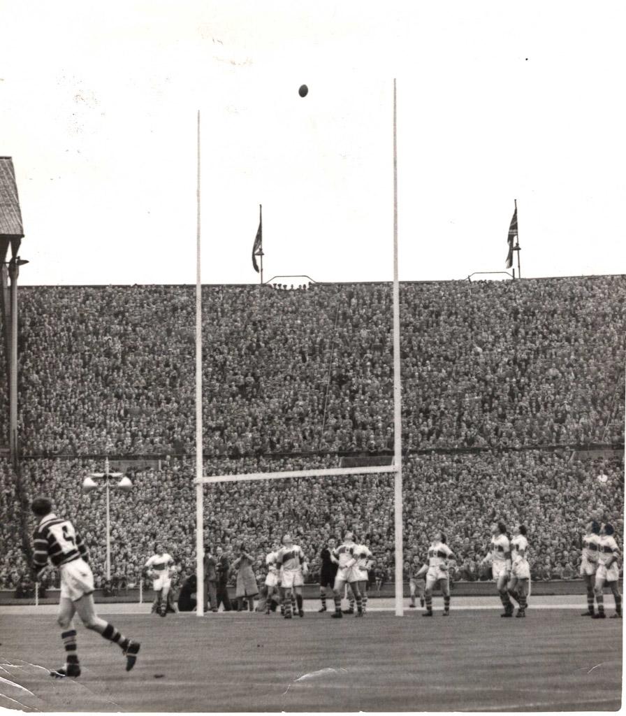 Hudd_v_St_Helens_Chall_Cup_Final_1953.jpg