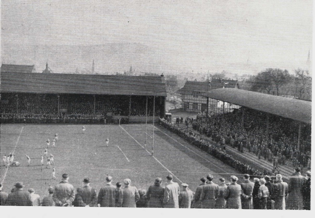 Hudd_v_Wigan_April_1953.jpg