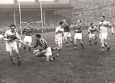 Hudd_v_St_Helens_at_Fartown_30_Sep_1950.jpg