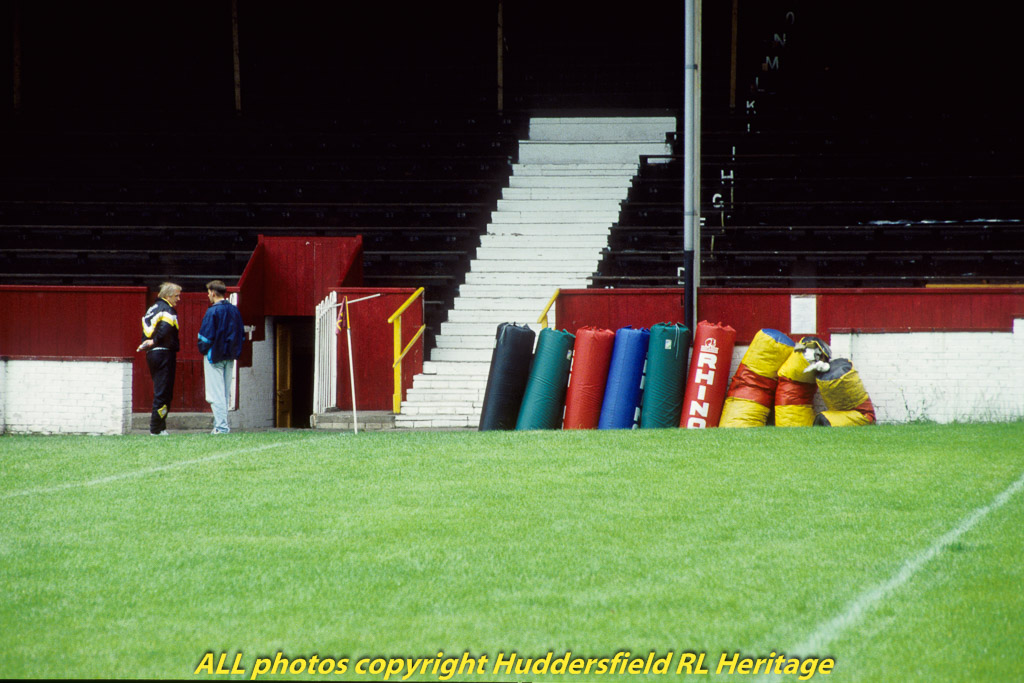 Fartown,-Players-Entrance-007.jpg