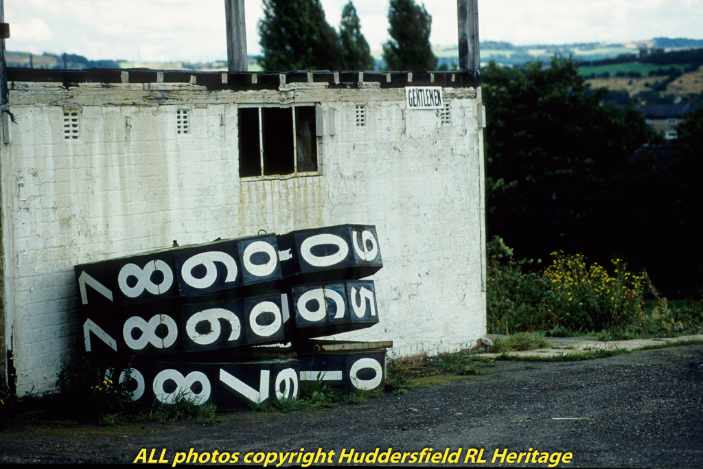 Fartown,-Toilet,-Cricket-Scoreboard-002.jpg