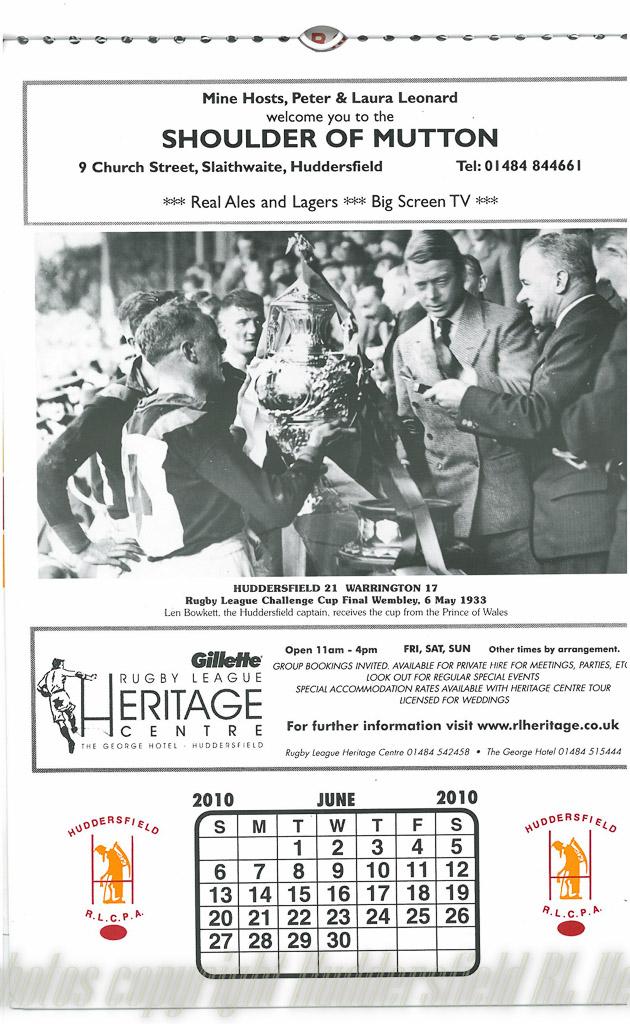 Len_Bowkett_lifts_Challenge_Cup_1933.jpg