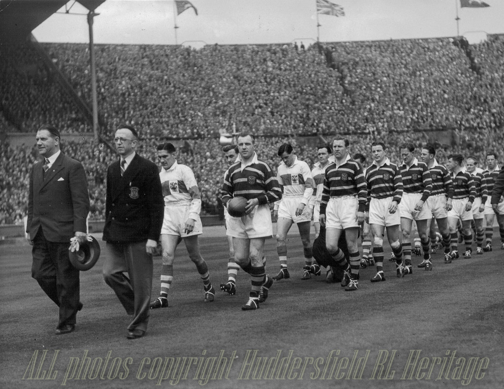 Huddersfield_team_at_Wembley_1953.jpg